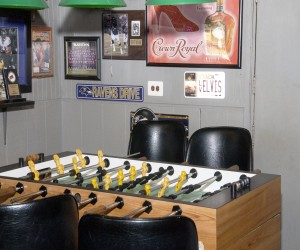 White Gables Motel - Bulls Eye Sports Bar and Grill